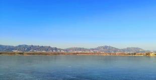 Vollständig gefrorener Beijing Qinglong See lizenzfreie stockfotos