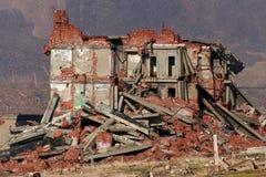 Vollständig ruiniertes Ziegelsteingebäude stockfotos