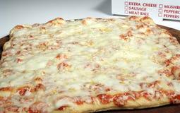 Vollständiger Käse-Pizza Lizenzfreies Stockbild