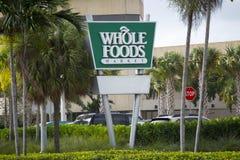 Vollständiger Nahrungsmittelmarkt stockbild