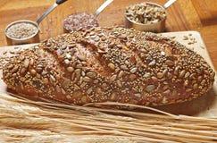 Vollständiges Korn-Brot Lizenzfreie Stockfotografie