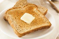Vollweizen-gebutterter Toast Stockfotos