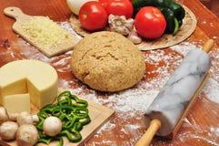 Vollweizen-Pizza-Teig Stockfoto