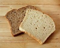 Vollweizen und Gluten-Freies Brot Lizenzfreie Stockfotos