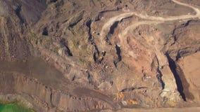 Volo aereo in avanti sopra la superficie drammatica del pianeta Marte stock footage