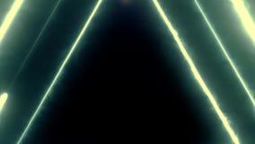 Volo al neon del bakcground attraverso i triangoli al neon giranti d'ardore edless che creano un tunnel, spettro viola di rossi c royalty illustrazione gratis