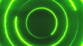 Volo al neon del bakcground attraverso i triangoli al neon giranti d'ardore edless che creano un tunnel, spettro viola verde video d archivio