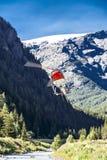 Volo attraverso una valle, Monterosa dell'elicottero Fotografia Stock Libera da Diritti