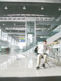 Volo che aspetta all'aeroporto Fotografia Stock Libera da Diritti