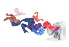 Volo colorato della lavanderia dalla lavatrice, fotografia stock libera da diritti