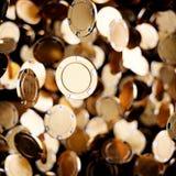 Volo dei chip di mazza del casinò dell'oro illustrazione di stock