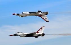Volo dei Thunderbirds Fotografia Stock