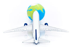 Volo dei velivoli verso la terra Fotografia Stock