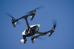 Volo del fuco di alta tecnologia Fotografia Stock Libera da Diritti