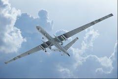 Volo del fuco nelle nuvole Fotografie Stock Libere da Diritti