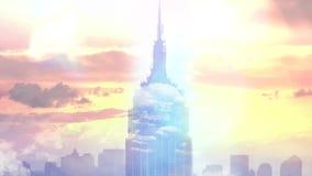 Volo del fuco sopra le nuvole durante il tramonto Volo sopra le nubi archivi video
