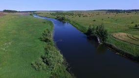 Volo del giacimento della strada del fiume della natura video d archivio