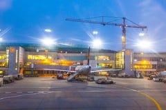 Volo del Lufthansa al cancello Fotografie Stock Libere da Diritti