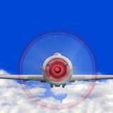 Volo dell'aereo di combattimento in nubi Fotografia Stock