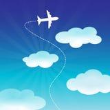 Volo dell'aeroplano sul cielo blu Fotografia Stock Libera da Diritti