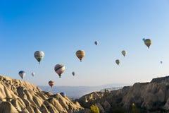 Volo dell'aerostato di aria calda sopra Cappadocia Fotografia Stock