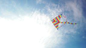 Volo dell'aquilone dell'arcobaleno in cielo blu archivi video