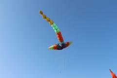 Volo dell'aquilone del drago Immagini Stock