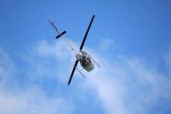 Volo dell'elicottero sopraelevato Immagine Stock