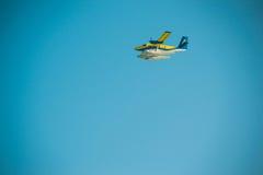 Volo dell'idrovolante o dell'aereo in cielo, spazio della copia Fotografie Stock Libere da Diritti