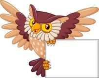 Volo dell'uccello del gufo del fumetto che tiene segno in bianco Fotografia Stock Libera da Diritti