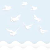 Volo di forma dell'uccello con il ritaglio di carta Fotografie Stock