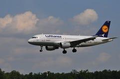 Volo di Lufthansa Fotografie Stock Libere da Diritti