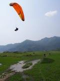 Volo di parapendio Fotografia Stock
