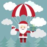Volo di Santa Claus con un paracadute con i presente nel cielo La VE Fotografia Stock Libera da Diritti