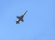 Volo militare degli aerei di aereo da caccia Fotografia Stock