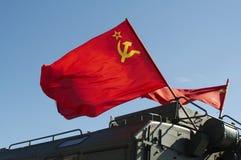 Volo russo della bandierina sull'esercito VE Fotografia Stock Libera da Diritti