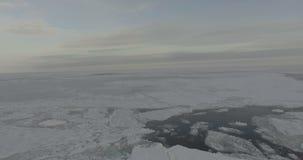 Volo sopra il mare Glaciale Artico video d archivio
