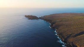 Volo sopra la spiaggia a Tenerife video d archivio