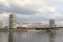Volodarsky桥梁和涅瓦河的10月堤防 库存图片