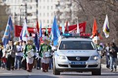 """Vologda, †de RÚSSIA """"o 1º de maio: Demonstração e povos do primeiro de maio na rua em Vologda o 1º de maio de 2014 Foto de Stock Royalty Free"""