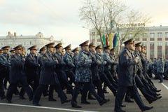 """Vologda, †della RUSSIA """"8 maggio: Prova generale della parata militare in Vologda l'8 maggio 2014 immagini stock libere da diritti"""
