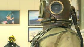 Vologda Россия февраль 2017: манекены в мокрых одеждах Снаряжение для подводного плавания видеоматериал