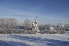 Vologda Fluss-Querneigung - Tempel Stockfoto