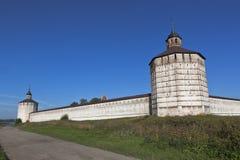 Vologda och hovslagaretorn av den Kirillo-Belozersky kloster Fotografering för Bildbyråer