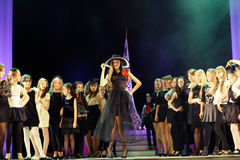 Vologda, RUSSIE - 1er mars : Membres du théâtre des enfants des sources de mode dans la représentation de la reine de neige Image libre de droits