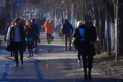 Vologda RYSSLAND —MARS 10: folkmassa av folk på gatan, gångare på mars 10, 2014 Royaltyfri Foto
