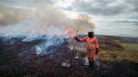 Volontärkvinnabrandman arkivfoto