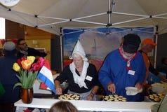 Volontaires au bazar néerlandais Image libre de droits