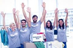 Volontaires soulevant leurs mains Photographie stock libre de droits