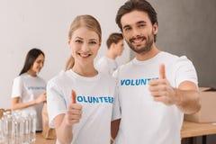 Volontari che mostrano pollice su Fotografia Stock Libera da Diritti